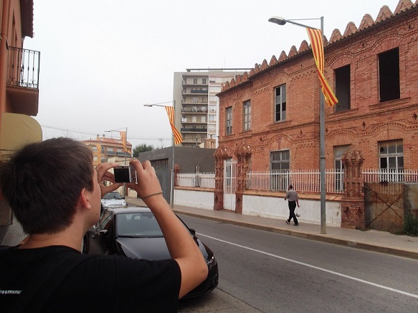 Catalan_Wikipedian_taking_a_photo_during_Wiki_Takes_Palafrugell_2012